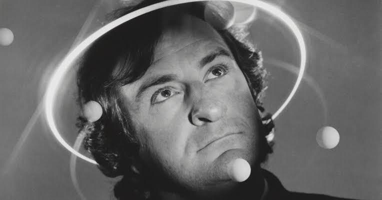 O que é o Dia da Toalha de Douglas Adams?