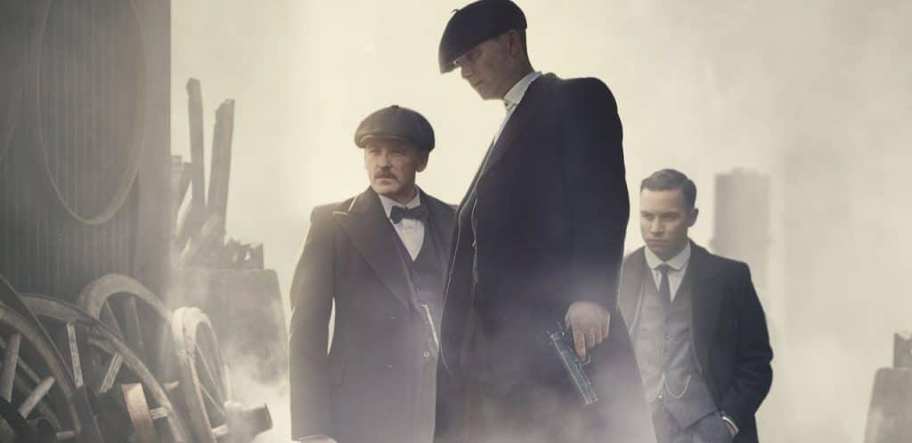 Thomas Shelby, Arthur Shelby e Michael Gray em Peaky Blinders da Netflix