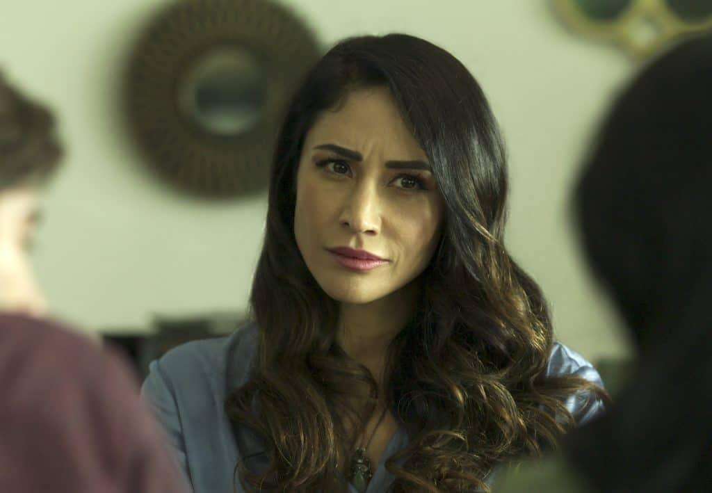 Susana como direita do Colégio Nacional na 2ª temporada de Control Z da Netflix
