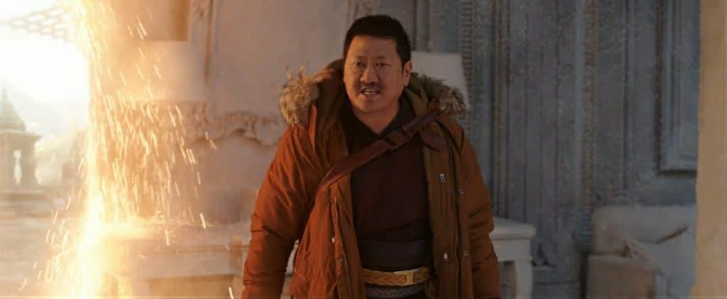 Wong vai embora e deixa Stephen Strange sozinho com Peter Parker
